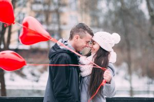 10 Savvy Date Night Ideas - Couple Kissing Red Balloons